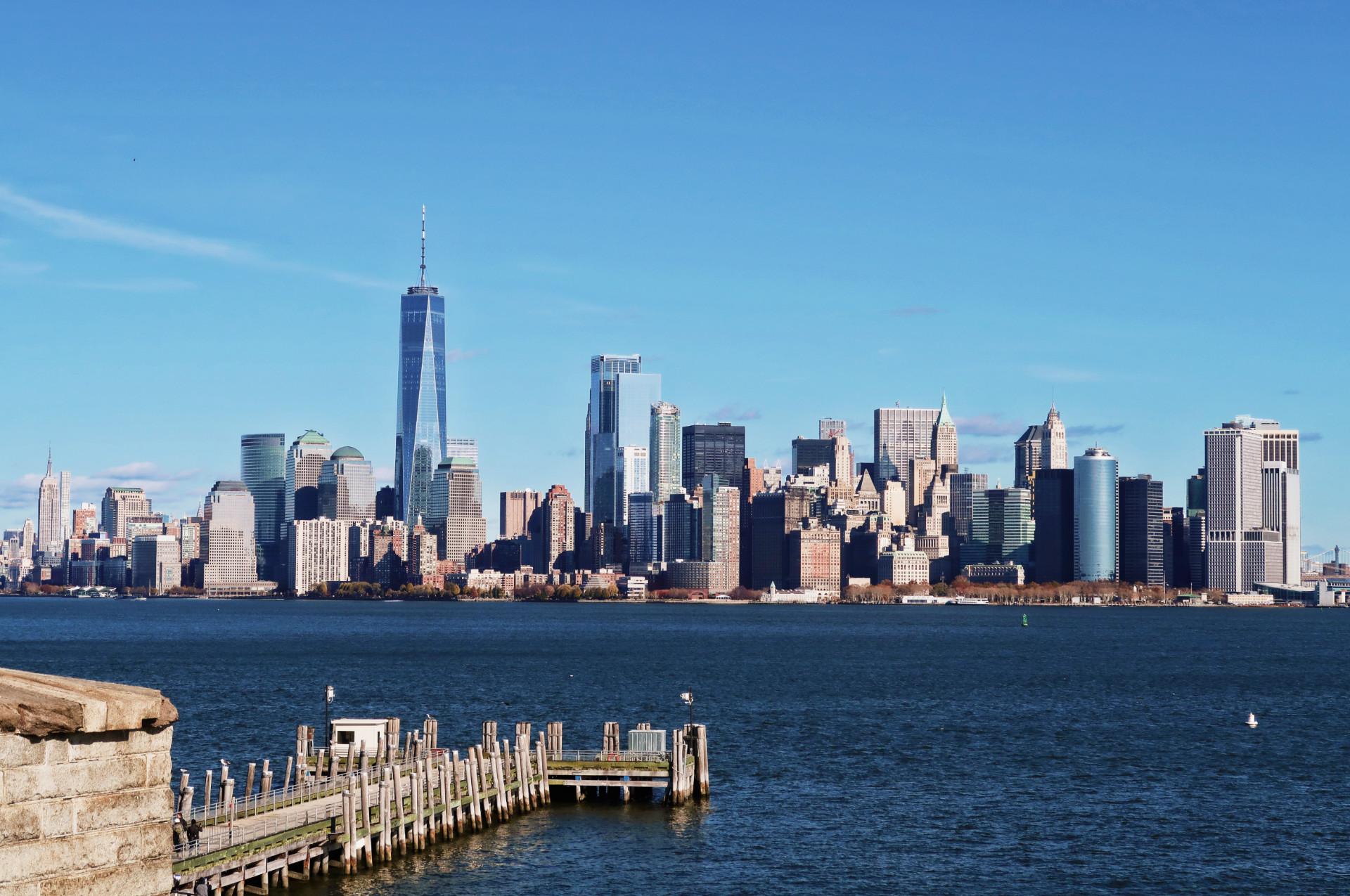 Desde la Isla de la Libertad, el skyline de Manhattan.