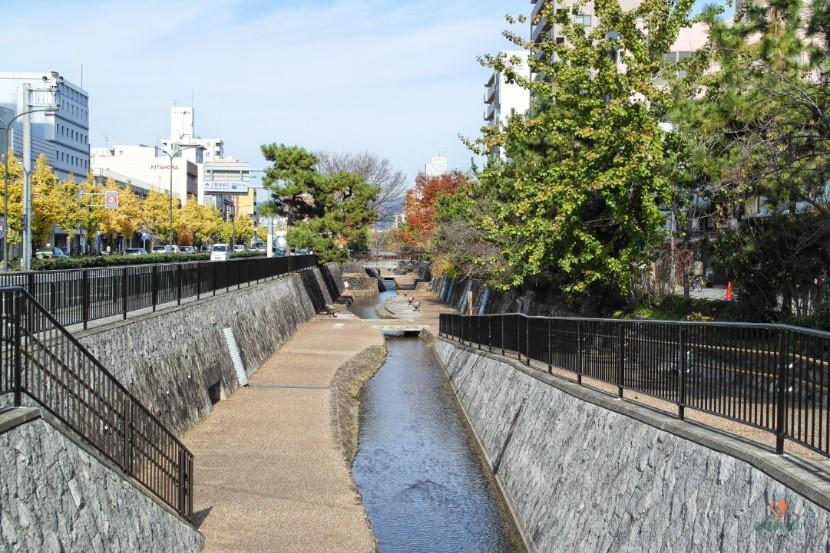 Canal Higashi Horikawa, Nijo-jo.