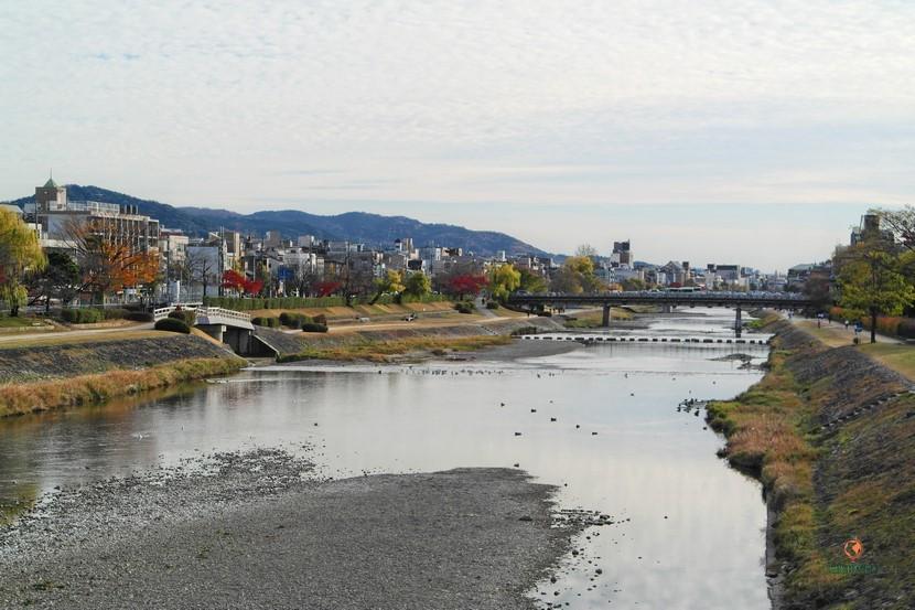 Cerca del Palacio Imperial de Kioto, el Marutamachi Bridge.