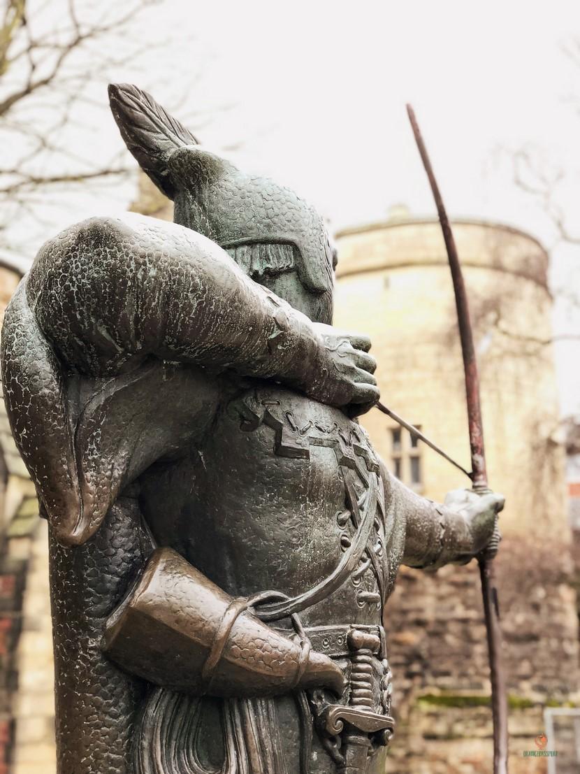 Que ver en Nottingham, la estatua de Robin Hood.